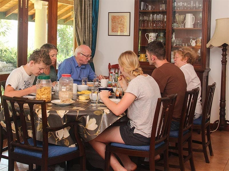 Jungle Tide Bed and Breakfast - family enjoying breakfast at the dining room table